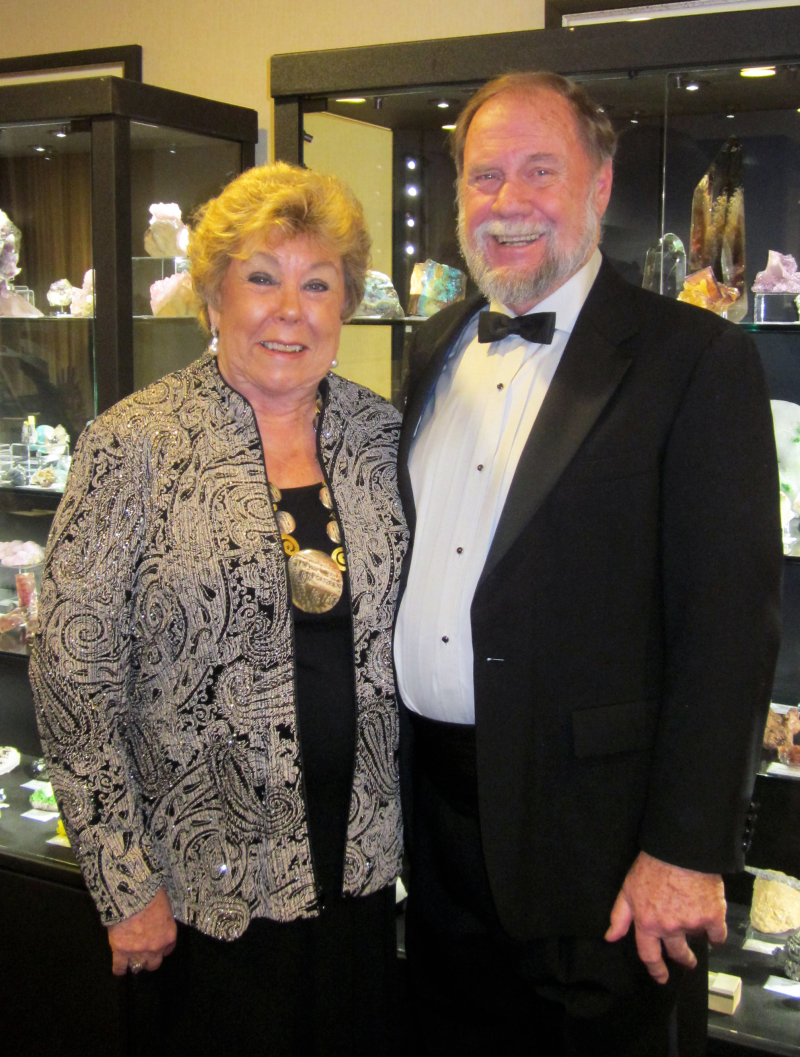 Mineral Dealers Wayne and Dona Leicht of Kristalle