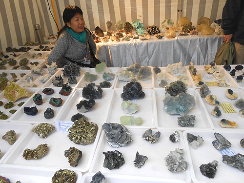 One of the many Chinese dealers at the show. Notice there are no labels or prices with the specimens.