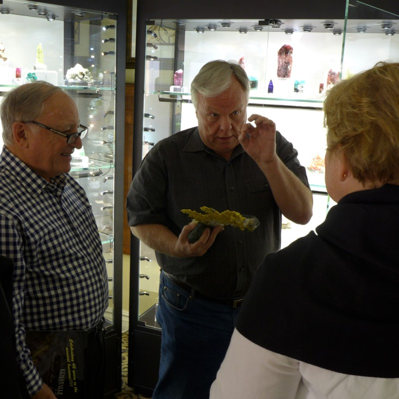 Steve Behling of Collector's Edge explaining the virtues of a rather sizeable Mockingbird Mine gold specimen