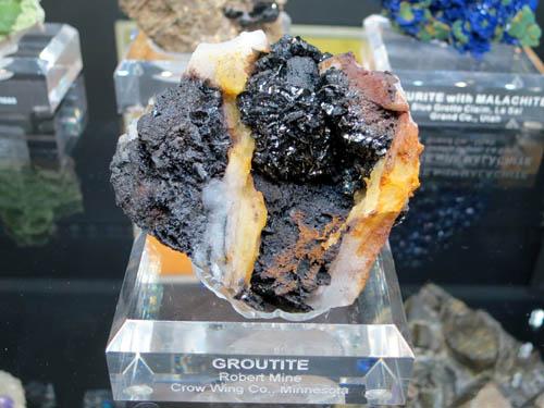 Groutite from Robert Mine, Minnesota