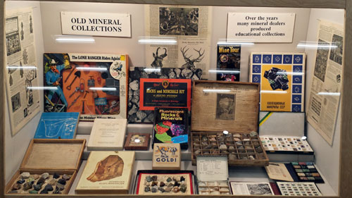 Sterling Hill Mining Museum had a very interesting display of collection sets dating as far back as 1830