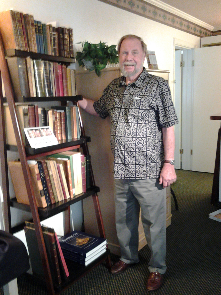 Wayne Leicht with the mineral books for sale from Kristalle