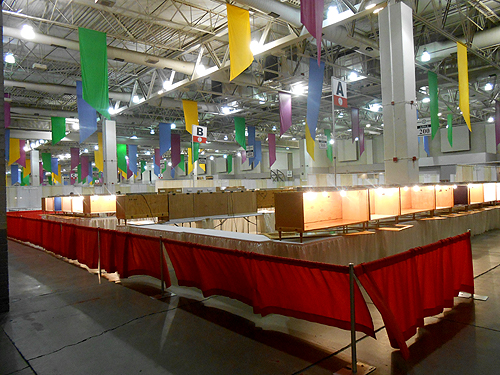 empty exhibit cases at the TGMS Mineral show