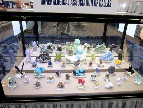 Mineralogical Association of Dallas display cabinet