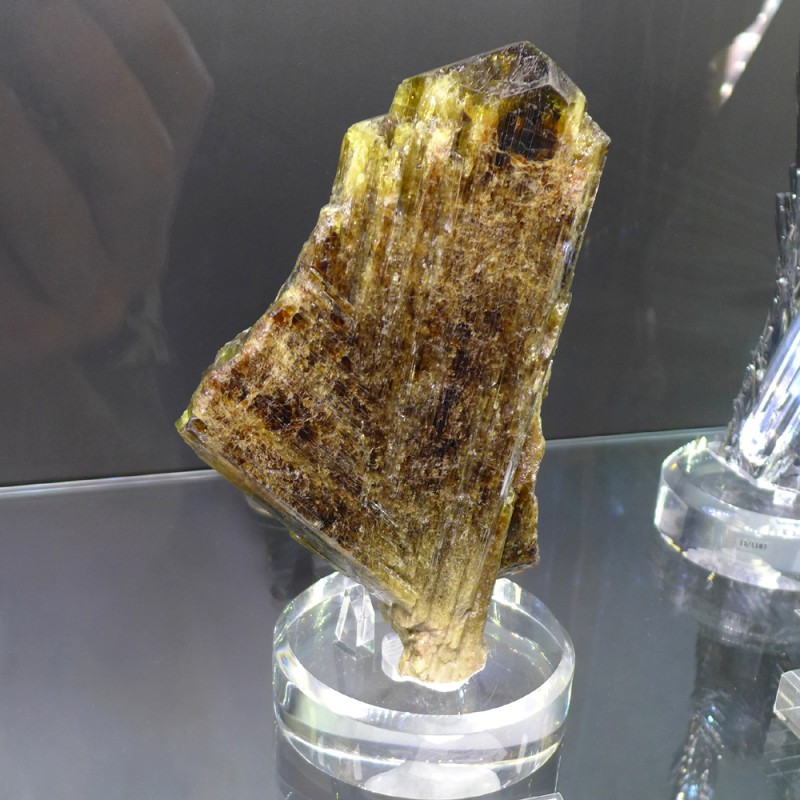 A huge chrysoberyl - Weinrich Minerals