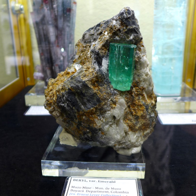 Kristalle - a 2-inch Colombian emerald in matrix